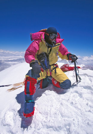 Marco Bianchi sulla cima dell'Everest. Foto Christian Kuntner