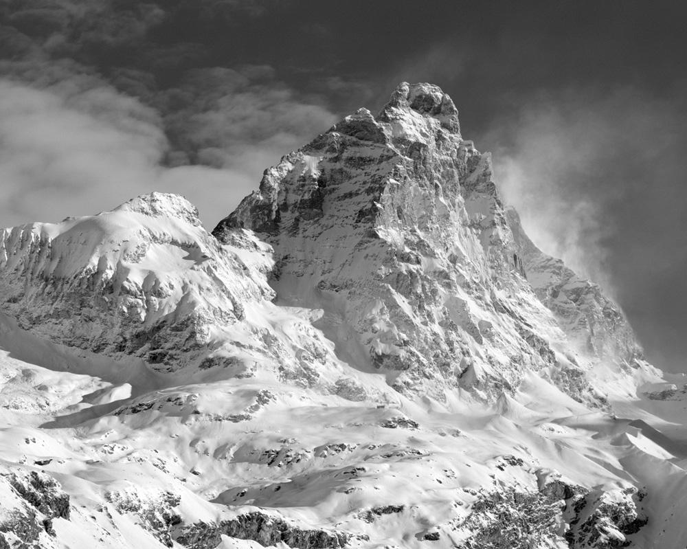 Cervino e Testa del Leone, Alba Invernale con Bufera, Valle d'Aosta, Italia INFO