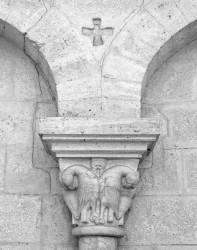 Chiesa di Sant'Antimo, Colonna con Croce e Sculture, Toscana, Italia INFO