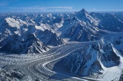 Ghiacciaio Baltoro e catena del Karakorum dalla vetta del Broad Peak (8.047 m), Pakistan