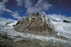 Il ghiacciaio Kyabrak nella regione del Cho Oyu, Tibet