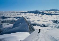 Piotr Pustelnik raggiunge la vetta dello Shisha Pangma (8.013 m), Tibet