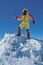 Marco Bianchi sulla vetta dello Shisha Pangma (8.013 m), Tibet