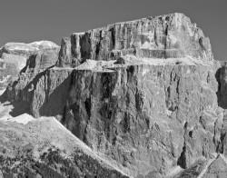Piz Pordoi e Piz Boè da Passo Sella, Dolomiti, Italia INFO