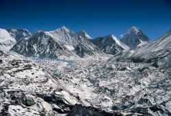Ghiacciaio Principale di Rongbuk e Pumori (7.161 m), Tibet