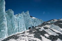 Salendo il ghiacciaio Orientale di Rongbuk, Tibet