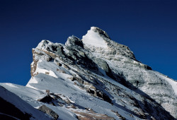 The summit of Everest (8.848 m) and the North-East Ridge, Tibet