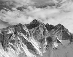 Lhotse, Parete Sud, Alba con Nuvole, Himalaya, Nepal INFO