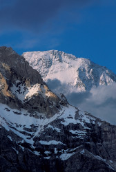 Tramonto sul Broad Peak (8.047 m) dal Ghiacciaio Baltoro, Pakistan