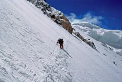 Christian Kuntner durante la scalata dello Spigolo Nord del K2 (8.611 m), Cina