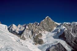 Il Larkya Peak (6.249 m) visto dal Manaslu (8.163 m), Nepal