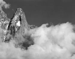 Petit Dru con Nuvola, Gruppo del Monte Bianco, Francia INFO