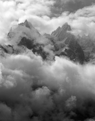 Aiguille des Grands Charmoz e Aiguille de Blaitière, Bufera, Gruppo del Monte Bianco, Francia INFO