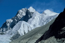 Everest (8.848 m) e Lhotse (8.516 m) dalla Valle del Barun, Nepal