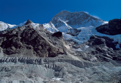 Il Makalu (8.463 m) dalla Valle del Barun, Nepal