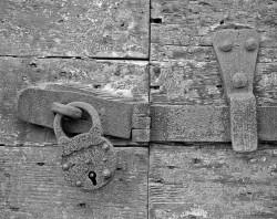 Porta con Lucchetto Arrugginito, Campo dei Mori, Cannaregio, Venezia, Italia INFO