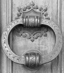 Battente, Porta dei Frati Oblati, Sacro Monte di Varallo Sesia, Italia INFO
