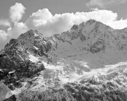 Monte Disgrazia e Pizzo Ventina, Versante Settentrionale, Autunno, Italia INFO