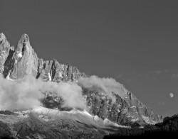 Petit Dru con Luna e Montenvers, Gruppo del Monte Bianco, Francia INFO